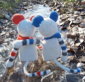 Mäuse auf Eis sitzend